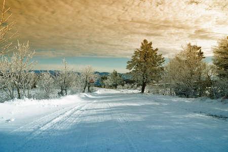 enero: cielo nublado en la increíble montaña