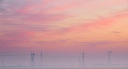 torres de alta tension: hermosa puesta de sol con las torres de alta tensión en el campo