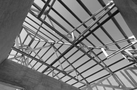 roof beam: Structure of steel roof frame for construction. In Black and White Stock Photo