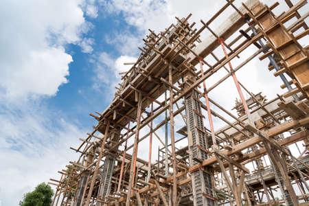 Structure du bâtiment en construction sur le chantier.