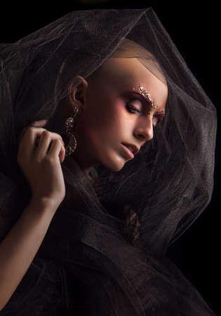 tulle: Baldhead woman