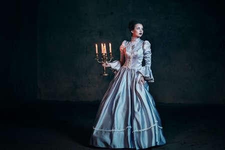 빅토리아 드레스에 여자 스톡 콘텐츠 - 36065410