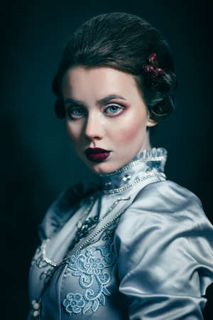 victorian lady: Woman in victorian dress