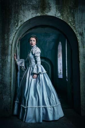 medievales: Mujer en traje victoriano