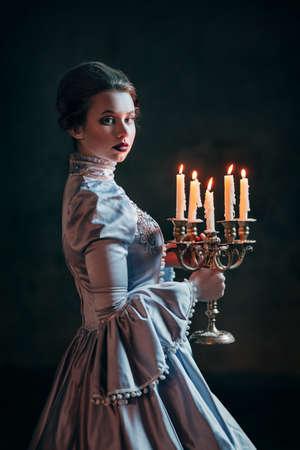 vestido medieval: Mujer en traje victoriano