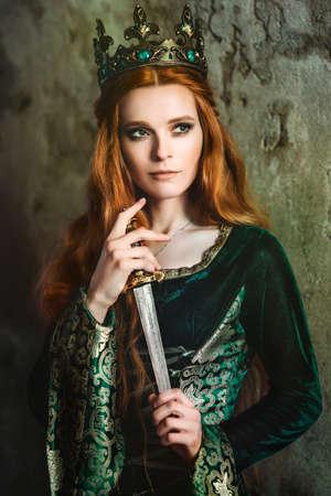 Ginger Königin in der Nähe der Burg Standard-Bild