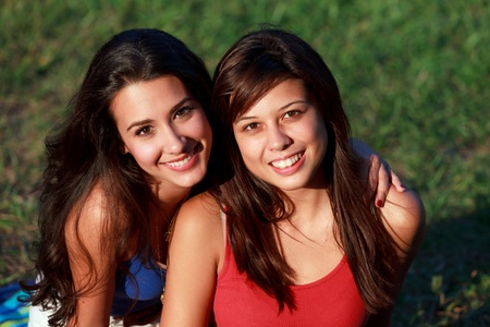 Pretty College Teenagers Lifestyle Enjoying Outdoor Campus Life  Archivio Fotografico