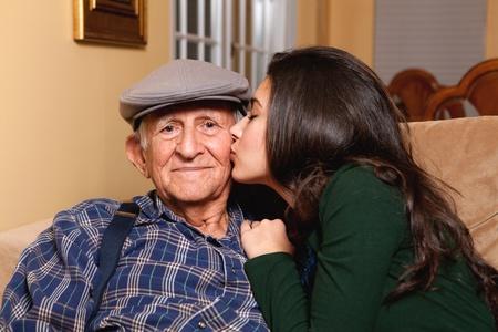 祖父と孫娘家族のライフ スタイル 写真素材