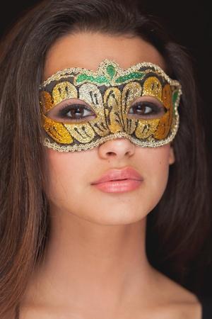 Hermosa mujer joven con una máscara Foto de archivo