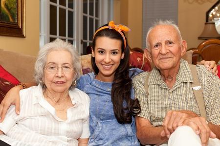 家の設定の孫娘と祖父母 写真素材