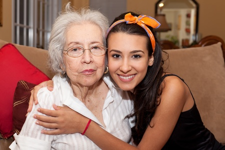 abuelos: Abuela y nieta