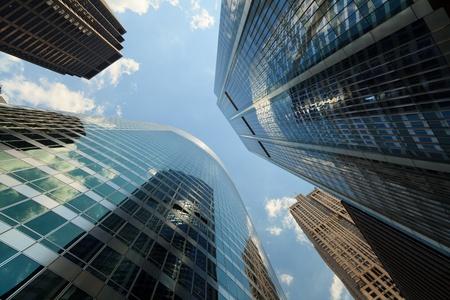 Upward view of skyscrapers in Chicago 版權商用圖片