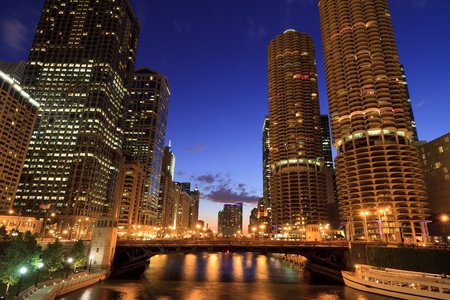 historic buildings: Downtown Chicago Riverwalk Nightscape