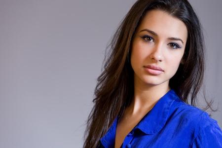 femme brune: Belle jeune femme Banque d'images
