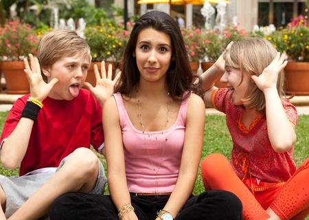 sacar la lengua: Adolescentes con estilo de vida divertido