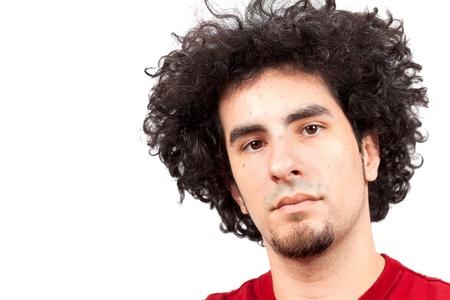 cabello rizado: Joven apuesto con el pelo largo y rizado y barba de chivo sobre un fondo blanco
