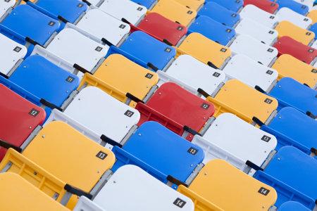 gradas estadio: Sillas de colores del estadio Editorial