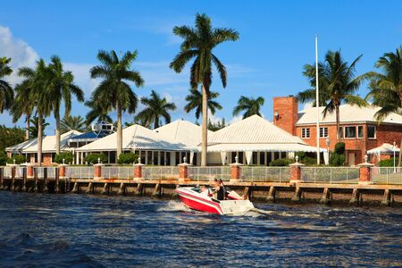 fort lauderdale: View of the Fort Lauderdale Intracoastal Waterway from a yacht Editorial