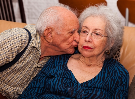 alzheimer: Elderly couple in their 80s being affectionate