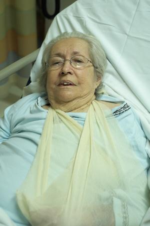 Elderly 80 plus year old woman in a hospital bed  版權商用圖片
