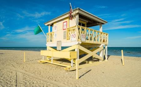 key biscane: La estaci�n de salvavidas en la hermosa playa del parque de Crandon ubicado en Key Biscayne en Miami Foto de archivo