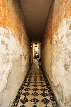 charleston: Rustic hallway in the French Quarter in Charleston, South Carolina.