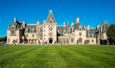 asheville: ASHEVILLE, NORTH CAROLINA OCTOBER 11: The Biltmore House and Gardens, a popular tourist attraction, built by industrialist George Vanderbilt in 1895 is Americas largest home in Asheville on October 10, 2013.