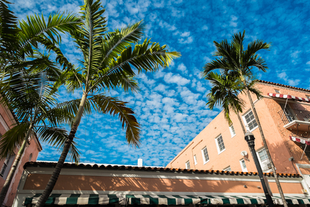 Espanola Way street with palm trees and blue sky in Miami Beach  Banco de Imagens