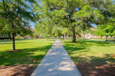 Típico campus universitario estadounidense. Foto de archivo