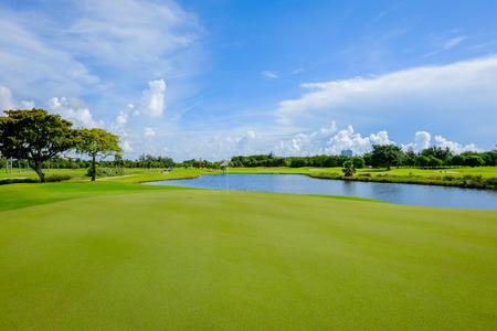lagos: Campo de golf paisaje visto desde el putting green Foto de archivo