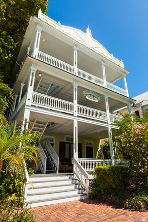 ��wood frame�: Key West, Florida USA - March 3, 2015: Typical wood frame bed and breakfast style hotel home in the residential district of Key West.