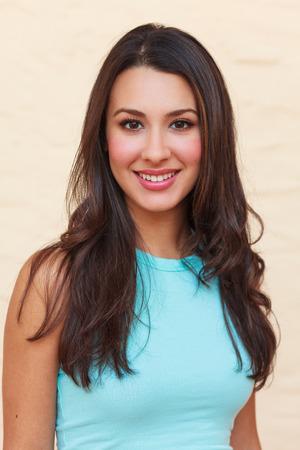 Mooie multiculturele jonge vrouw outdoor portret. Stockfoto