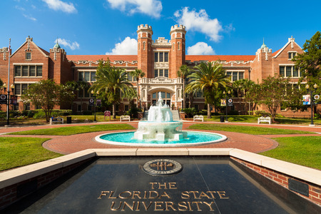Tallahassee FL USA  October 10 2010: The beautiful red brick administration building of the Florida State University. 新聞圖片