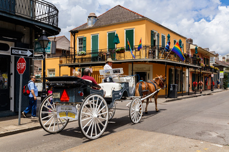 quarter horse: New Orleans, LA USA - April 20, 2016: Visitors enjoying a horse carriage ride in the historic French Quarter district.