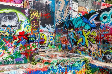 Austin, Texas USA - 8 april 2016: Kleurrijke graffiti op de muren van de populaire Hope Outdoor Gallery op Baylor Street in de buurt van Austin centrum.