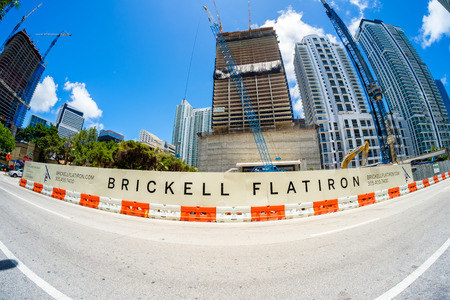 cantieri edili: Miami, Fl USA - June 22, 2016: Fish eye view of the Flatiron construction project underway in the popular Brickell area in downtown Miami.