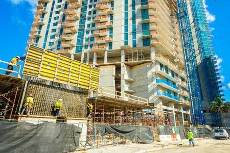 Miami, FL USA - 12 Décembre, 2016: Nouveau projet de construction de bâtiments en copropriété salut de montée en voie d'achèvement dans le centre populaire.