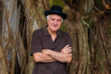 Elderly handsome man outdoor portrait wearing a bowler hat. Zdjęcie Seryjne