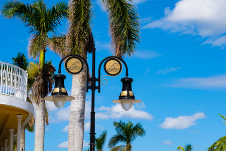 Scenic fifth avenue cityscape in the popular downtown district in Naples, Florida. Imagens