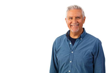 Retrato de estudio de hombre guapo de mediana edad aislado en un fondo blanco. Foto de archivo
