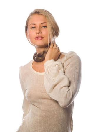 highlighted hair: Bella ragazza con i capelli evidenziato guarda da dietro la macchina da presa