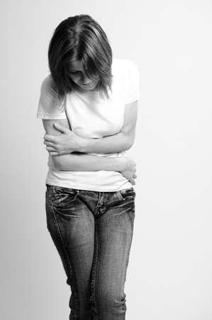 Cier: Kobieta cierpiÄ…cych ból żoÅ'Ä…dka Zdjęcie Seryjne