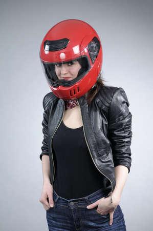 motociclista: bianco giovane motociclista in posa