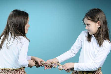 ni�as gemelas: ni�as gemelas lucha
