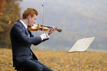 young man playing a violin Standard-Bild