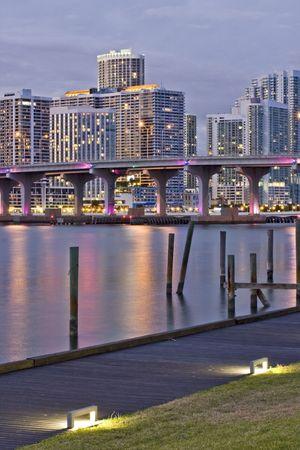 Miami Florida puesta de sol sobre la ciudad photo