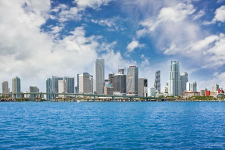 Colorful Panorama der Miami Florida Innenstadt von Gebäuden