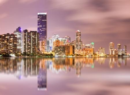 Miami, Florida, Stadtbild beleuchtete Innenstadt von Gebäuden Standard-Bild