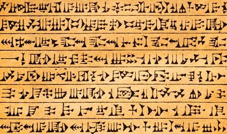 Antieke oude symbolen op geel papier