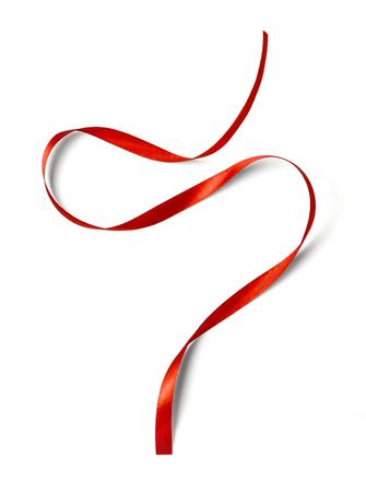 Nastro rosso riccio isolato su sfondo bianco Archivio Fotografico - 47339437